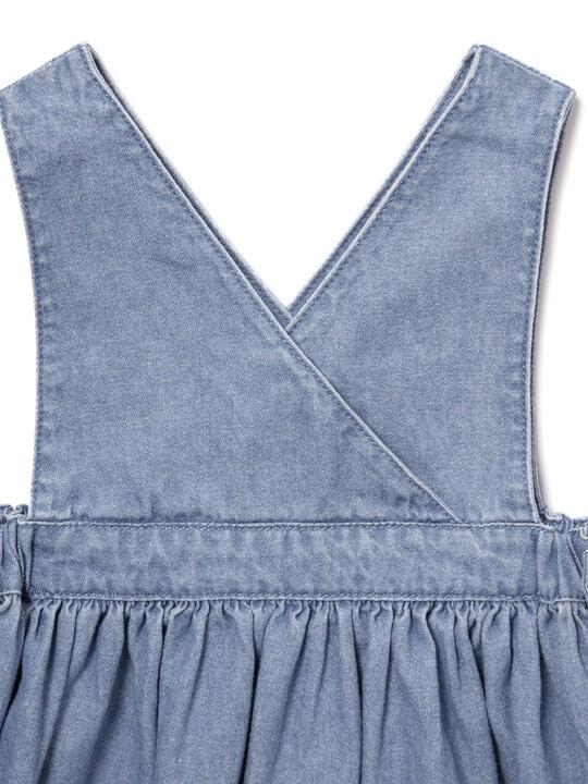 فستان شامبراي بتصميم مريلة image number 3