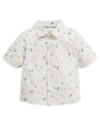 قميص بطبعة أوراق شجر